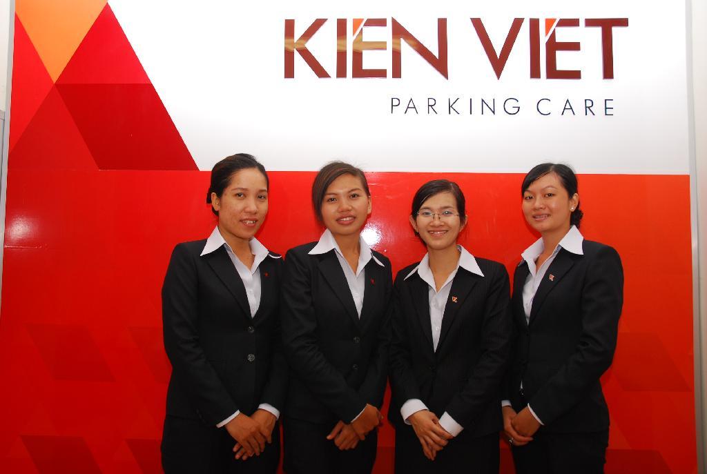 Nhân viên Thu phí và Chăm sóc khách hàng